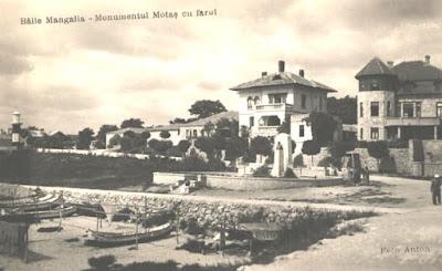 Fotografie de epocă – Faleza Mangaliei interbelice cu monumentul dedicat lui Constantin Şt. Motăş