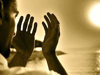 Menuju Rumah Allah, Antara Ahli Ibadah dan Pemilik Masalah