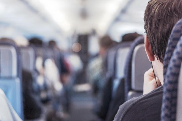10 dicas para passar o tempo no avião