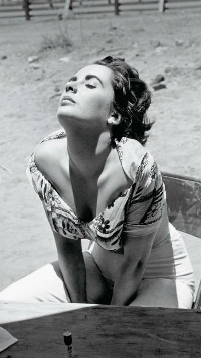 """Elizabeth Taylor on set of 1956's """"Giant"""""""
