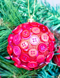 http://translate.googleusercontent.com/translate_c?depth=1&hl=es&prev=search&rurl=translate.google.es&sl=en&u=http://www.hopefulhoney.com/2013/12/diy-button-christmas-bauble.html&usg=ALkJrhhaB1WVGaynZkBAKRPblrnEOB8Tww