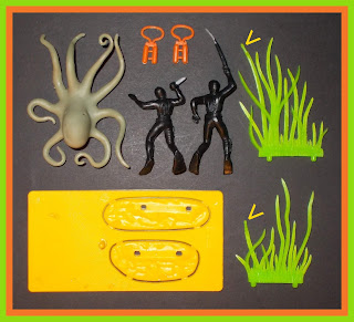 № 1091; № 1091 Divers; № 1091 Frogman & Octopus; Briatins № 1091; Britains 1091; Britains Frogman & Octopus; Britains Herald; Britains Mini Sets; Britains Minisets; Diver Figures; Diver Figurines; Frogman & Octopus; Mini Set № 1091; Mini Set Frogman & Octopus; Octopus; Sea Monster; Small Scale World; smallscaleworld.blogspot.com; Vintage Plastic Figures; Vintage Toy Figures;