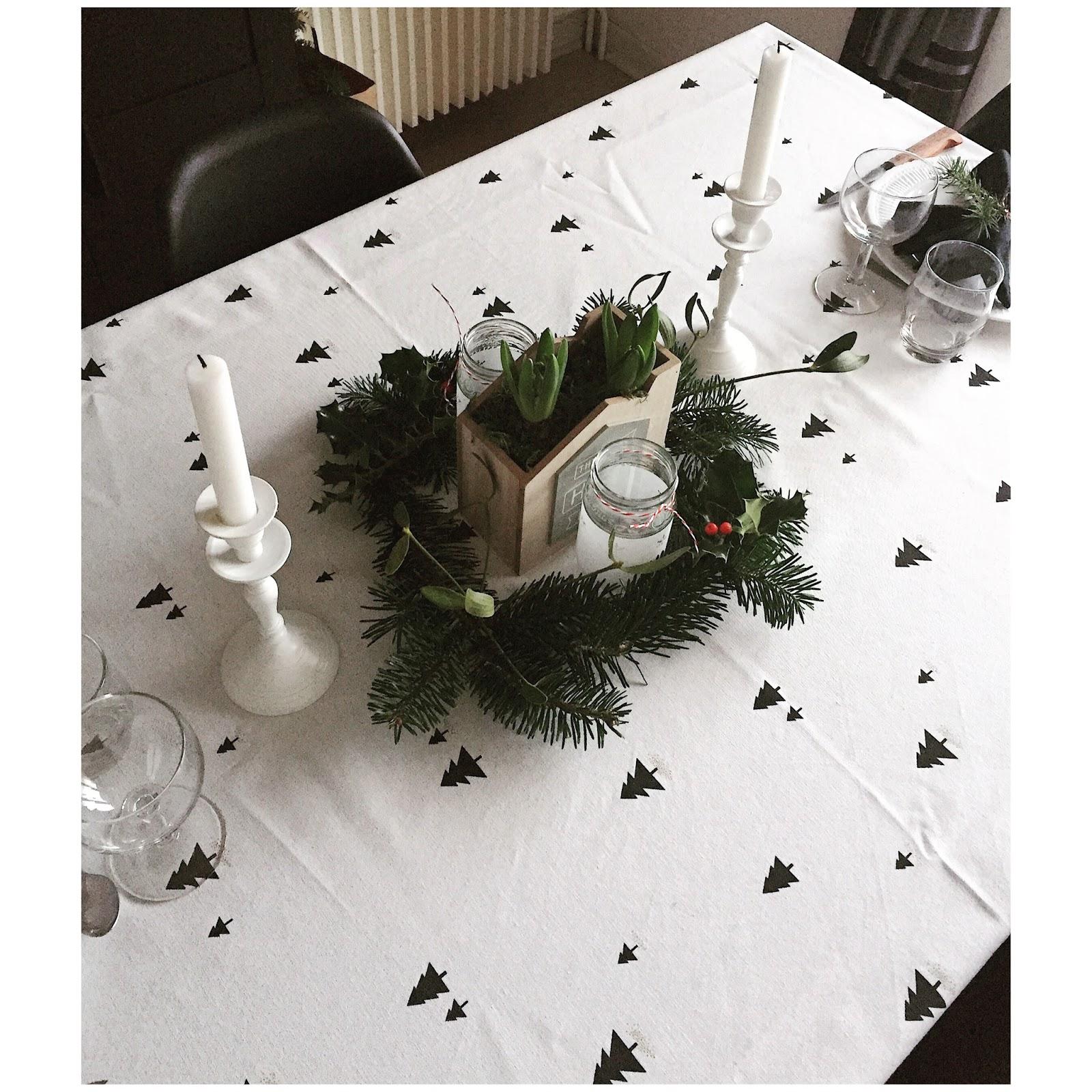 4 diy le couronne centre de table pour no l chabouclettes. Black Bedroom Furniture Sets. Home Design Ideas