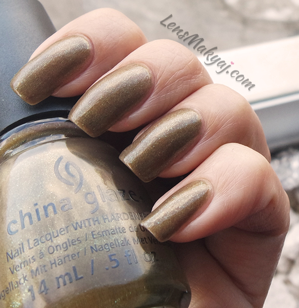 China Glaze Mind the Gap