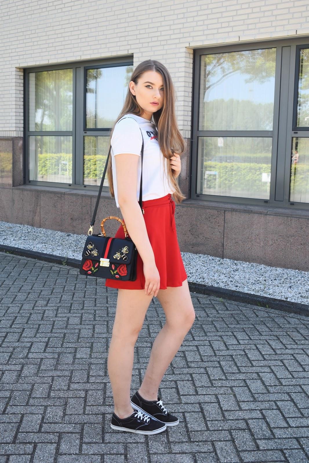Efektowna czerwona spódnica
