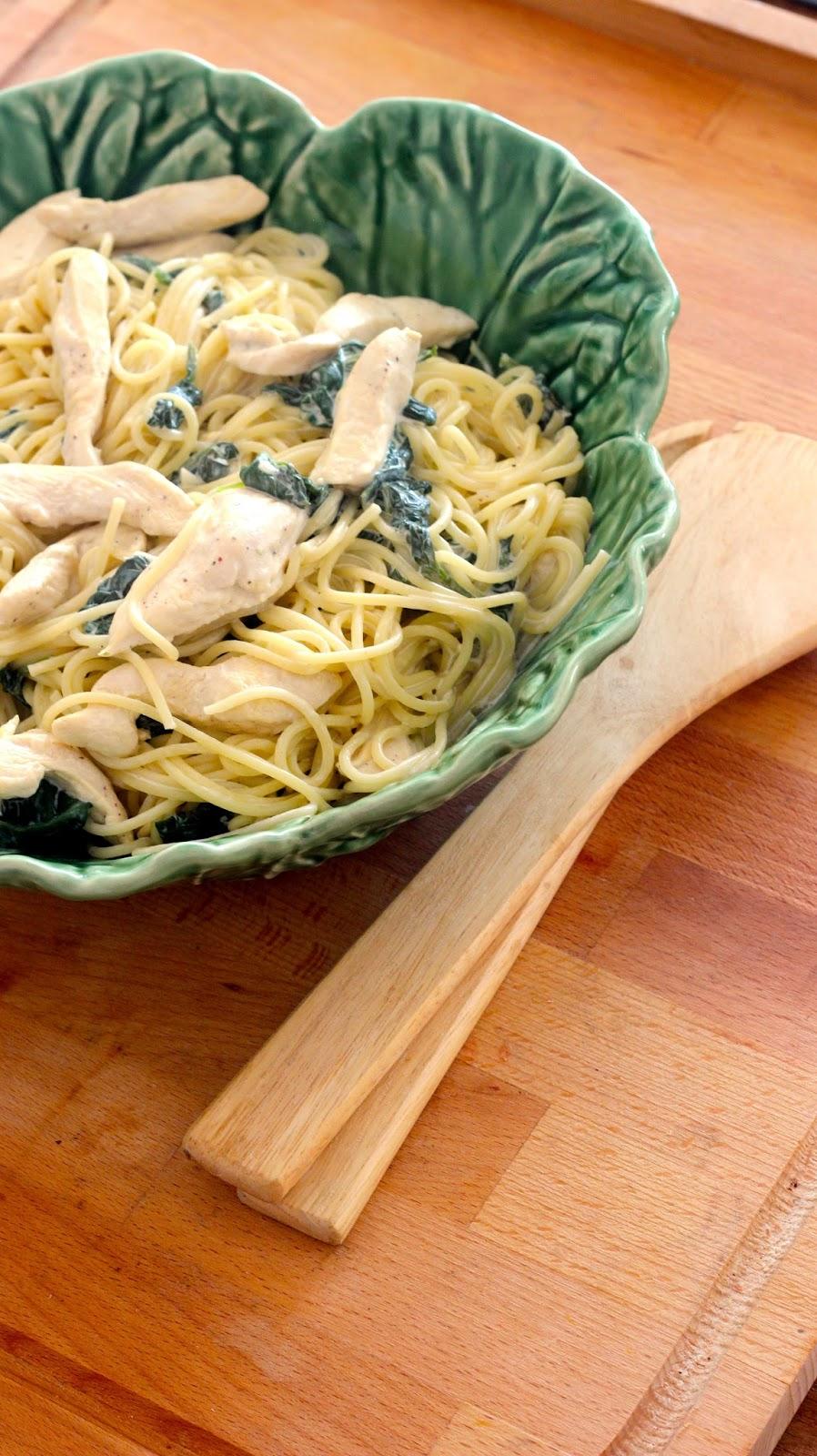 Esparguete com Frango, Espinafres e Natas