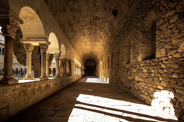 Claustro del Monasterio de Sant Cugat del Vallès :: Canon EOS5D MkIII | ISO400 | Sigma 14 | f/4.5 | 1/125s
