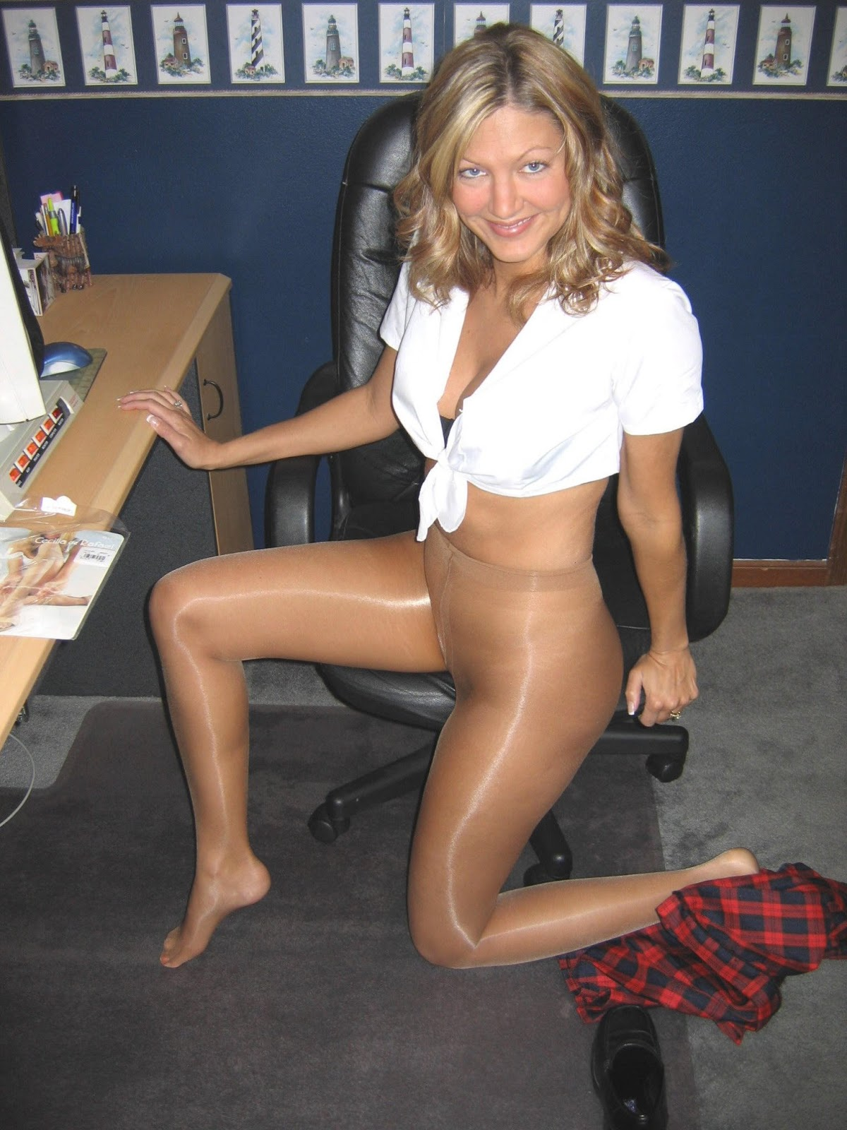 Amateur girls in nylons #7