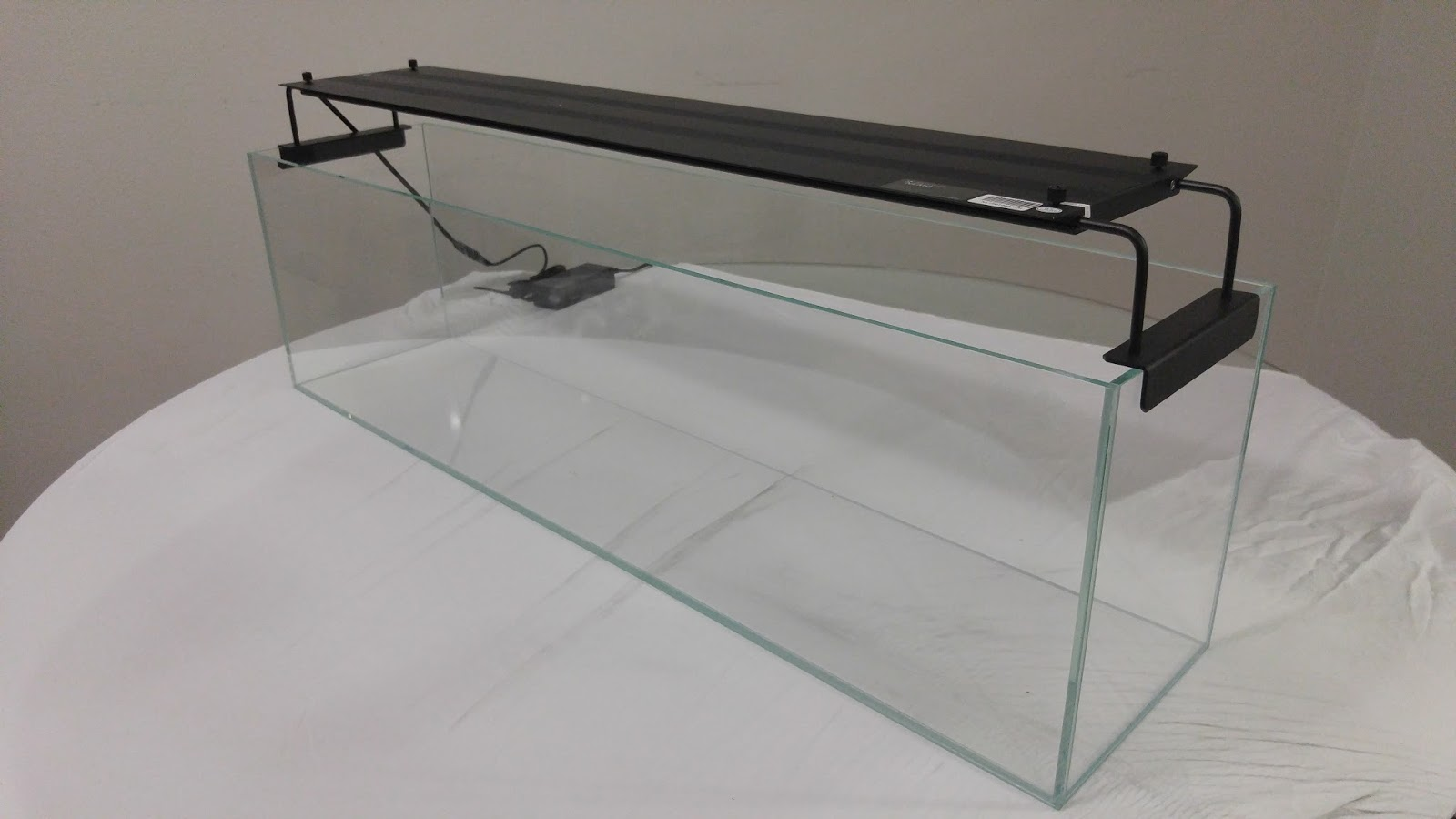 aquamaxx 12 gallon long rimless aquarium and nemolight. Black Bedroom Furniture Sets. Home Design Ideas
