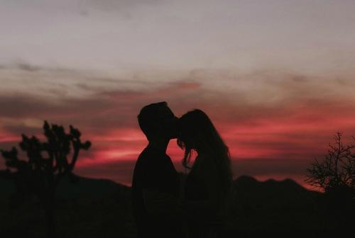 شعر وصور رومانسية متنوعة