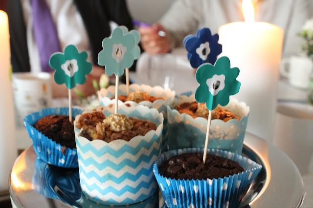 Giotto Muffins Taufe Junge Deko DIY Idee Geschenkidee Blumen Tischdeko Jules kleines Freudenhaus