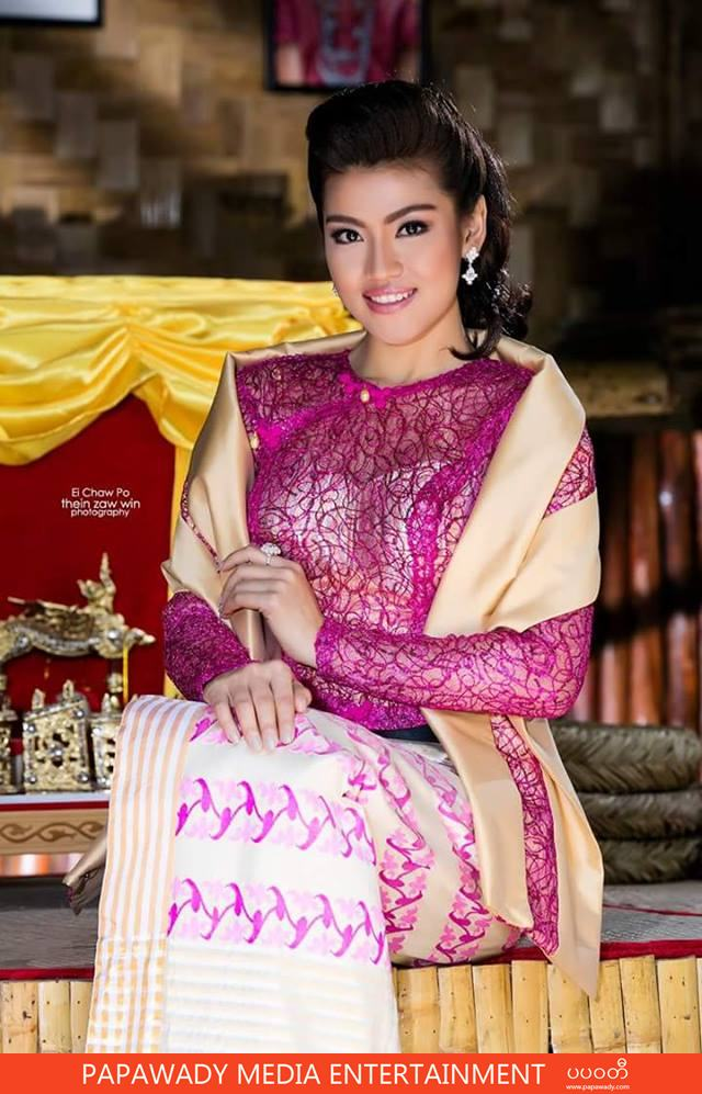 Ei Chaw Po Looks Gorgeous In Myanmar Traditional Dress
