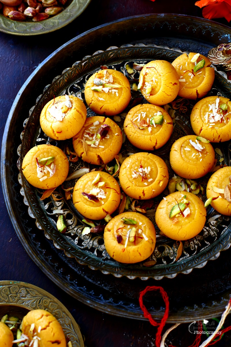 Kesar mawa peda is an Indian style milky fudge which is so soft and melts in the mouth. It is make with milk solids, sugar and infused with warm spice saffron.