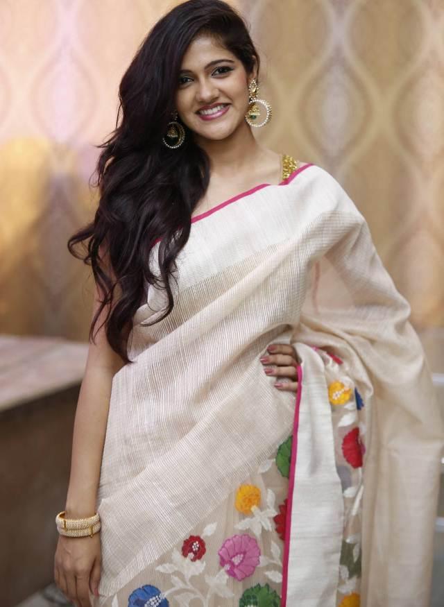 Beautiful Telugu Girl Simran Choudhary Photos In Transparent White Saree