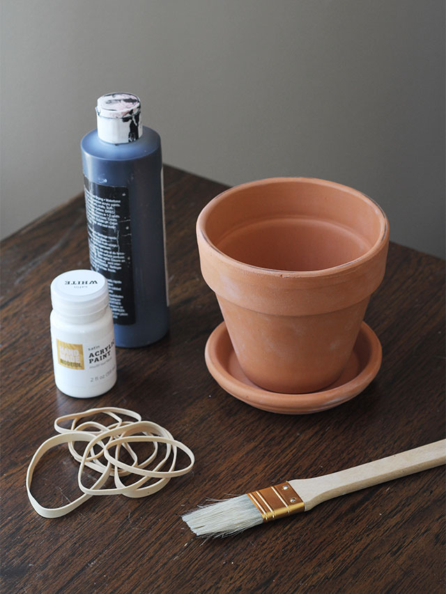 What you'll need to paint pots with rubber bands