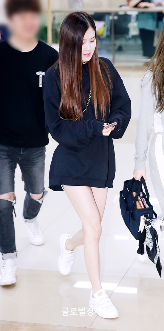 27554 27229 1441 - Blackpink Rose Airport Style