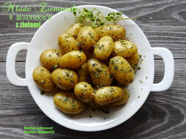 Młode ziemniaki w mundurkach z ziołami - Czytaj więcej »