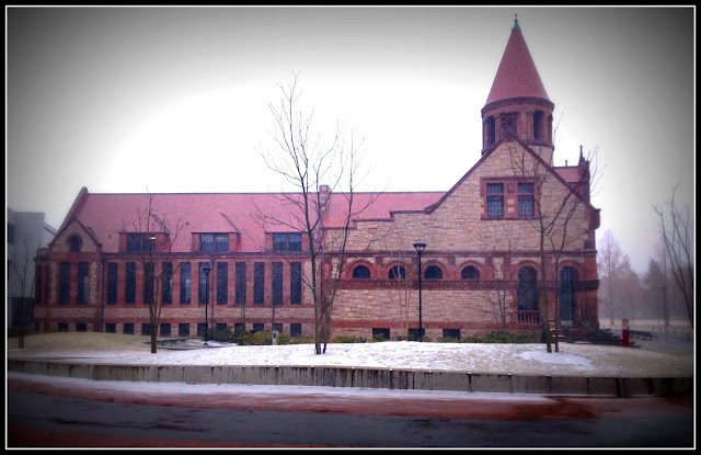 Biblioteca Principal de Cambridge al comienzo de la tormenta