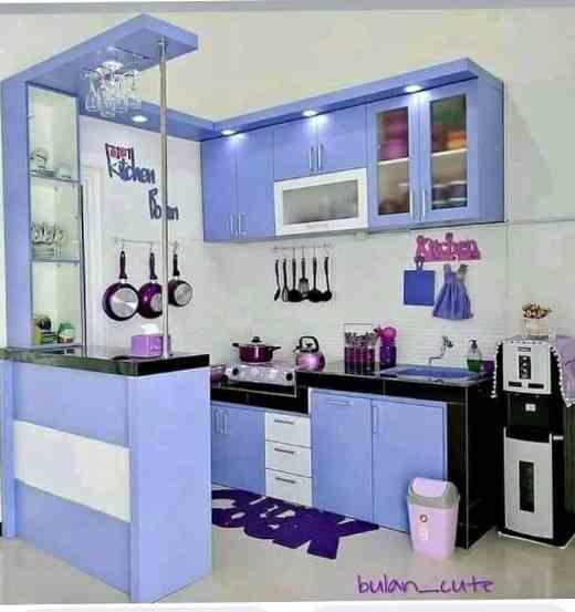 Ruangan dapur rumah minimalis type 30 menggunakan furniture mini bar