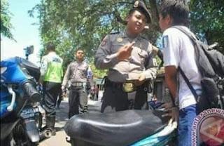 Pak Polisi Dikerjain Bocah Sekolah