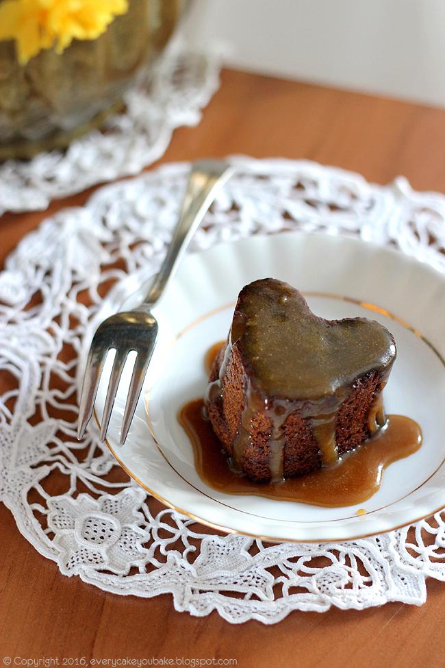sticky toffie pudding pudding daktylowy z sosem toffie