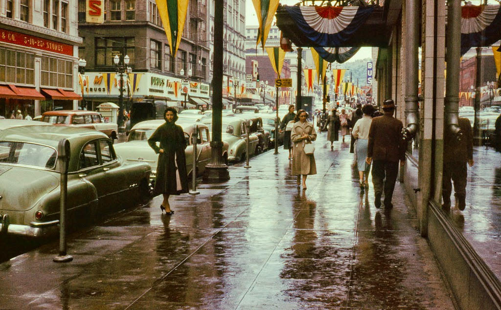 40 Beautiful Vintage Color Photographs That Capture Street