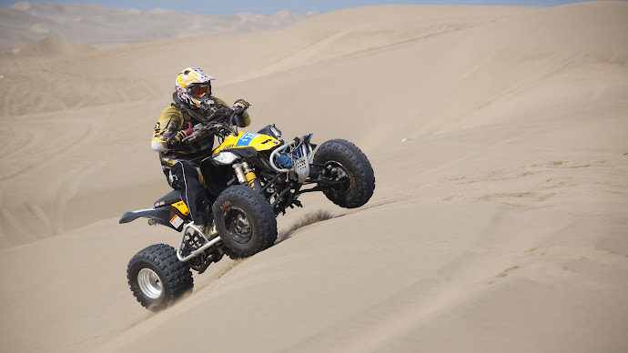 Wallpaper: Racing with ATV