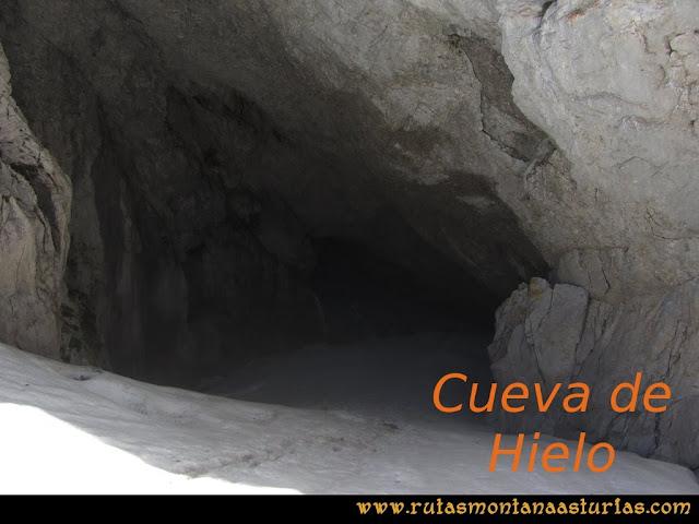 Ruta Peña Castil y Cueva del Hielo: Entrada a la cueva de hielo