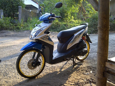 Modif Beat FI Biru Putih Simple Jari Jari Velg Gold