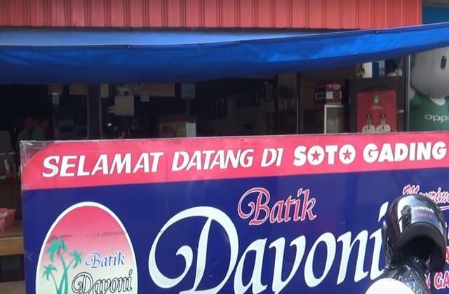 Ingin makanan yang segar setelah puas berkeliling berbagai objek wisata di Solo? Soto Gading adalah salah satu rekomendasi untukmu