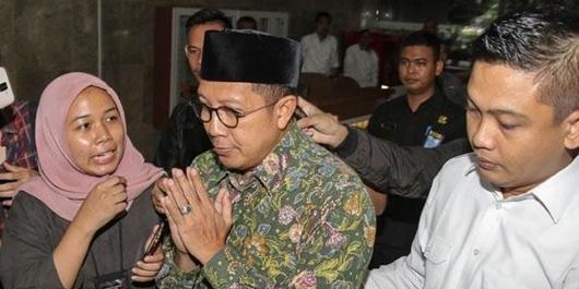 Menteri Lukman Basah Kuyup Kampanyekan Jokowi di Depok