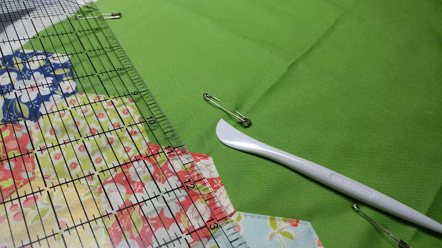 Using a Hera marker to mark quilting lines