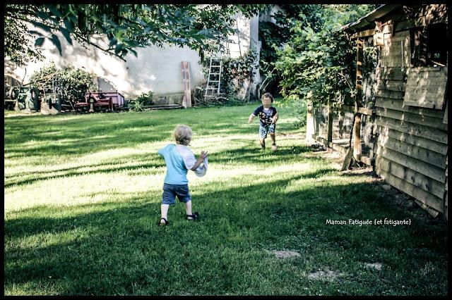 courir dans l'herbe