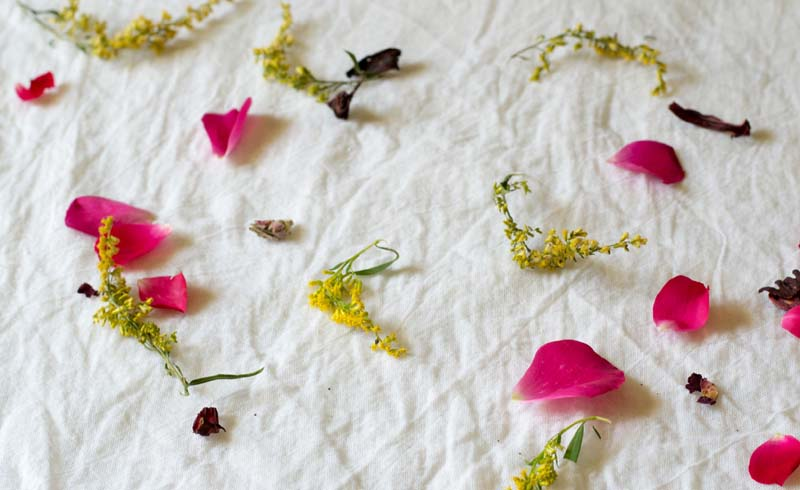 How to Use Flowers to Tie-Dye Fabric