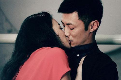 Hình ảnh tình yêu và nụ hôn nồng thắm