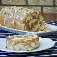http://www.bakingsecrets.lt/2014/10/vyniotinis-su-obuoliais-swiss-roll-with.html