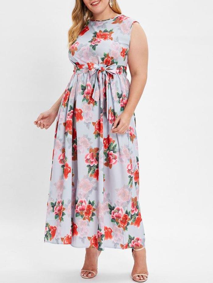 Vestido plus size longo com estampa floral e cinto em laço na cintura