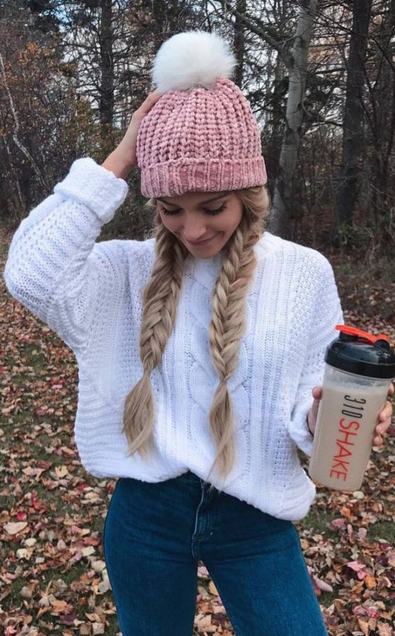 cool cozy outfit idea / pink hat + white knit sweater + skinnies