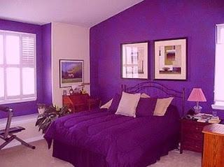 Cuarto paredes violetas