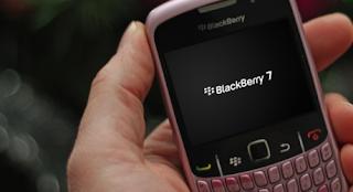 En Internet ya pueden encontrarse algunos retazos de la última versión de la plataforma móvil de RIM, Blackberry 7 OS, que ofrece mejoras en el rendimiento de la navegación y de las búsquedas, además de una mejor integración con BlackBerry Balance para separar la información de los datos empresariales. El software ya ha llegado en una pequeña dosis gracias a una filtración, pero aún no lo han hecho los modelos que lo soportarán, informa Crackberry. En realidad, este adelanto significa muy poco para la gente normal, al margen de los fabricantes híbridos que pretendan combinar algunos aspectos de los archivos