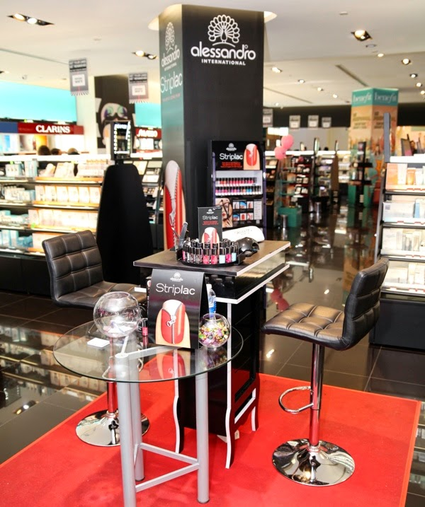 Alessandro Striplac in Sephora Malaysia, Alessandro Striplac, Sephora Malaysia, peel-off UV LED nail polish, peel off nail polish, alessandrp striplac counter