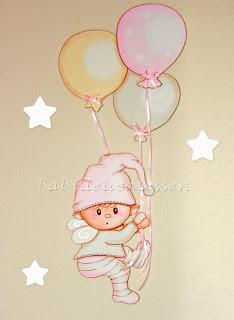 silueta infantil madera duende colgando de globos babydelicatessen