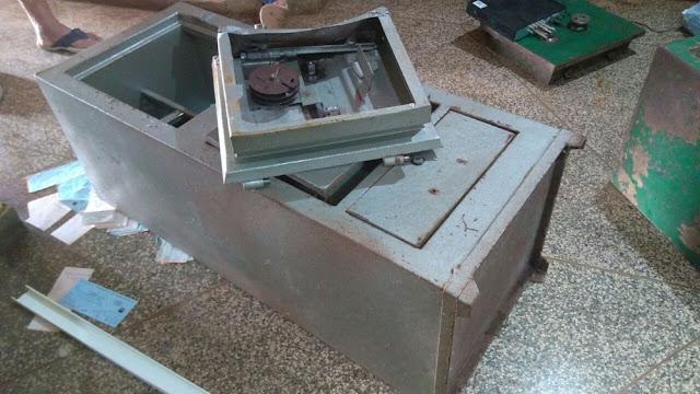 Bandidos arrombam joalheria e roubam joias e cerca de R$ 300 mil em dinheiro