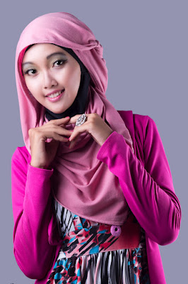 tutorial hijab segi empat simple dan modis hunting manis dan seksi manis