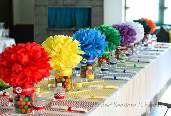 Haz espectaculares centros de mesa con pompones de papel de china