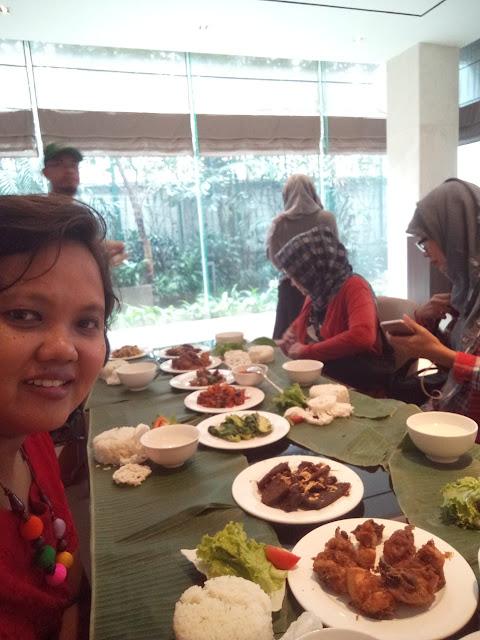 Makan siang ala 100 orang blogger