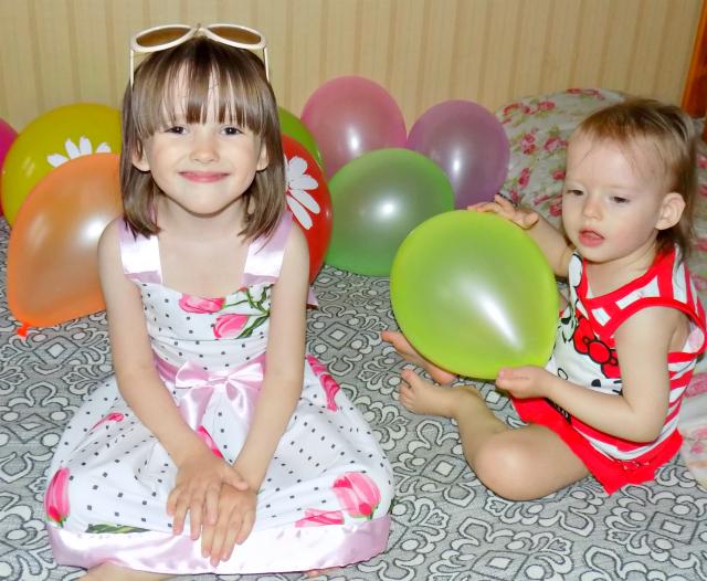 дети, шарики, детские платья, счастливые дети