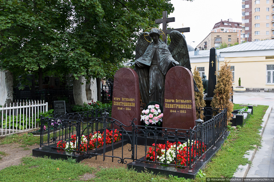 Могила Отари и Амирана Квантришвили на Ваганьковском кладбище