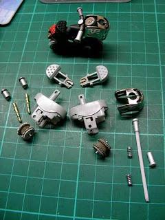 Motociletas miniatura con encendedores reciclados