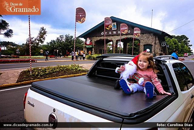 Se me permitem dizer, a Prefeitura de Gramado deveria usar esta foto da filhinha da Carolina para promover a cidade.
